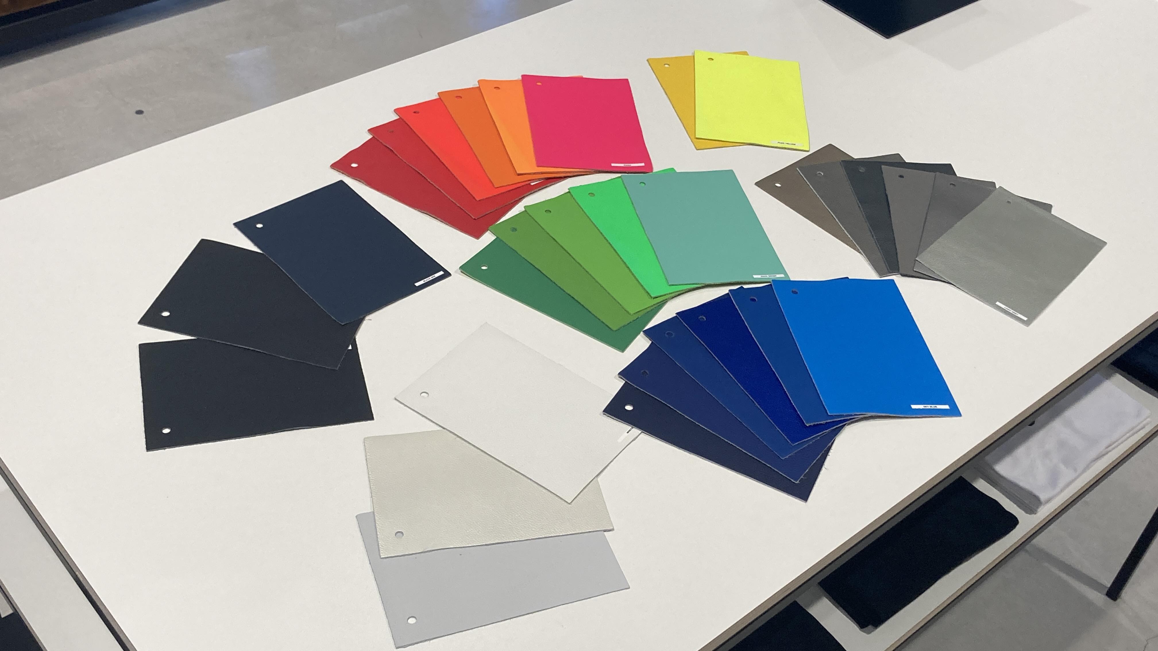 カラーオーダーで選択できるカラーが10色も増えました