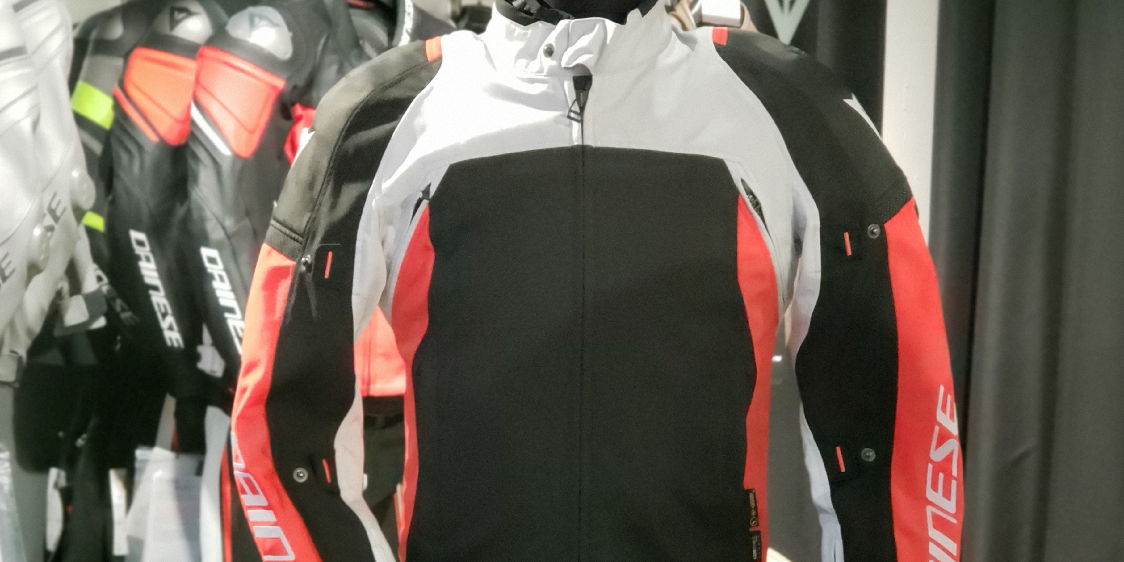 快適性、安全性を兼ね備えたジャケット[SPEED MASTER D-DRY® JACKET]