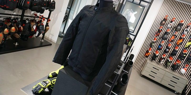 落ち着いたデザインのテキスタイルジャケットのご紹介