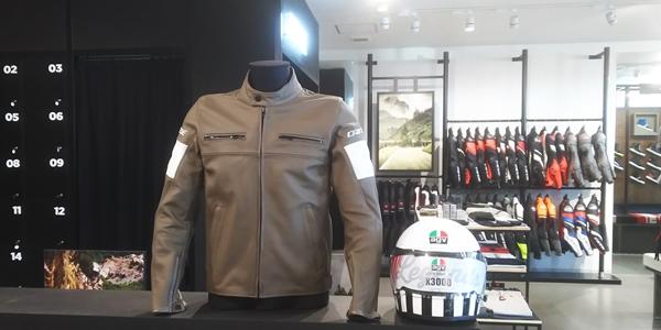 イタリア入荷の新作レザージャケットのご紹介