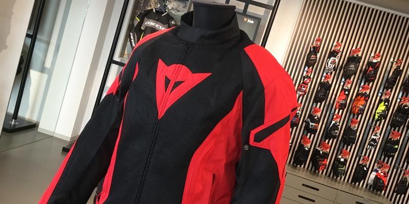 メッシュジャケット・人気モデルの赤黒カラー再入荷のお知らせ