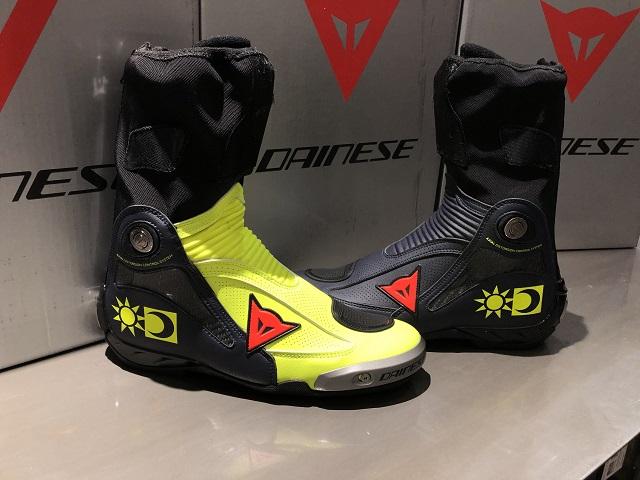 """ダイネーゼが誇る究極のレーシングブーツに待望の""""バレンティーノ・ロッシレプリカ""""が世田谷店に入荷いたしました。"""