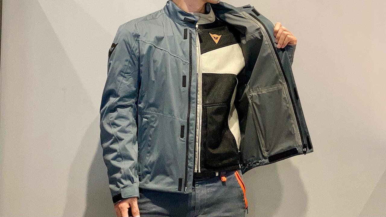 最高のストレッチ性を持つ防水アウター付きサマージャケット
