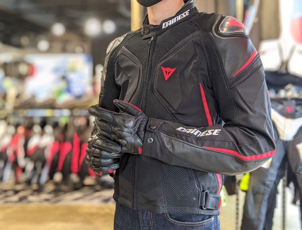 スポーツライディングに相応しいメッシュジャケットのトップモデルは案全性・快適性・デザインも最高峰です。