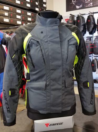 3層構造の防水ジャケットで冬でも快適に『X-TOURER D-DRY JACKET』