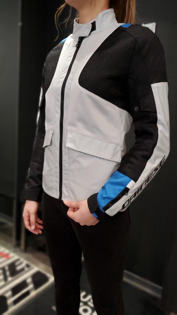 優れた快適性と耐久性を持つレディース新作モデルジャケット