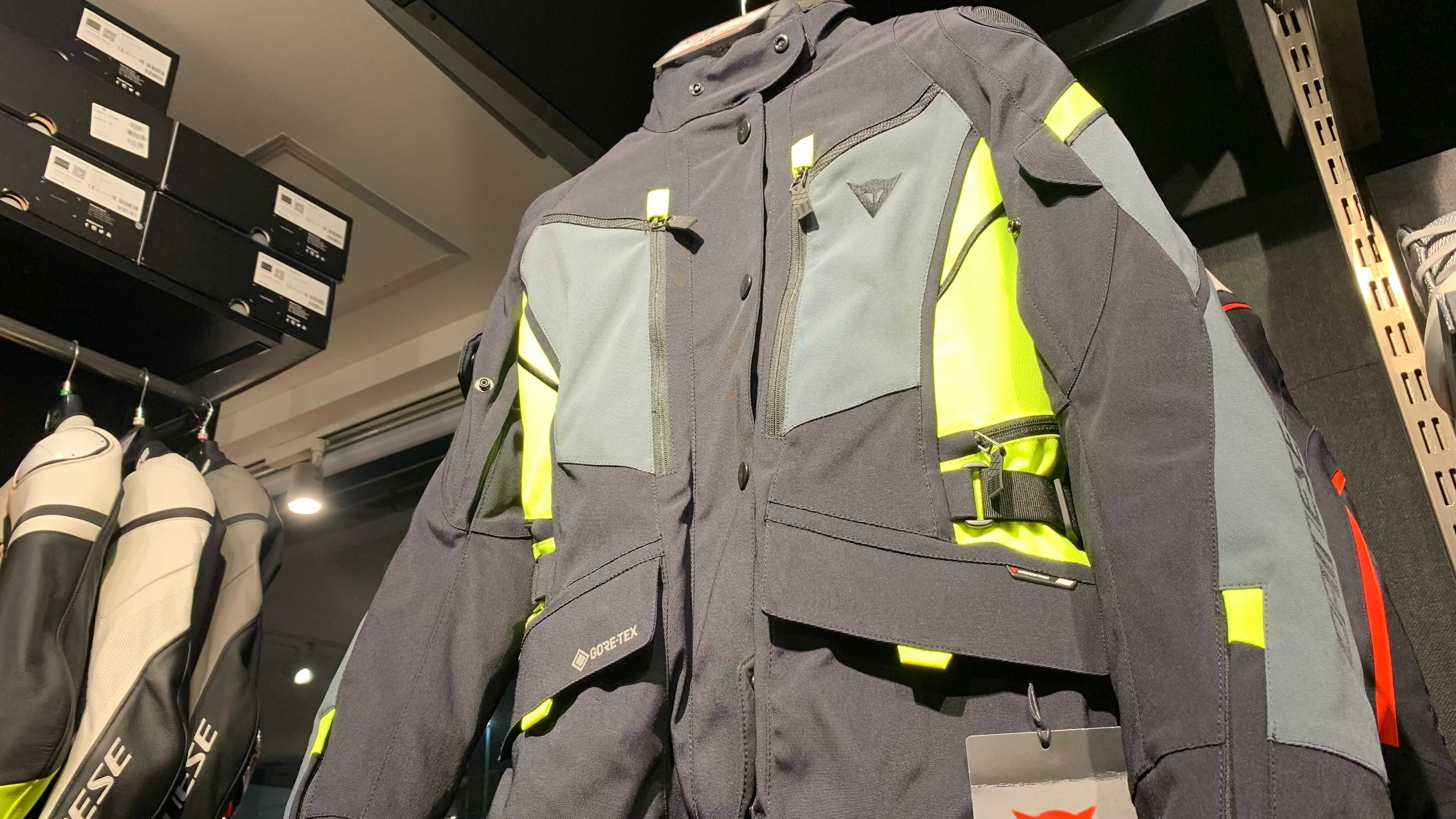 これからのシーズン、必需品となる新作アイテム!レディースモデルのジャケットをご紹介