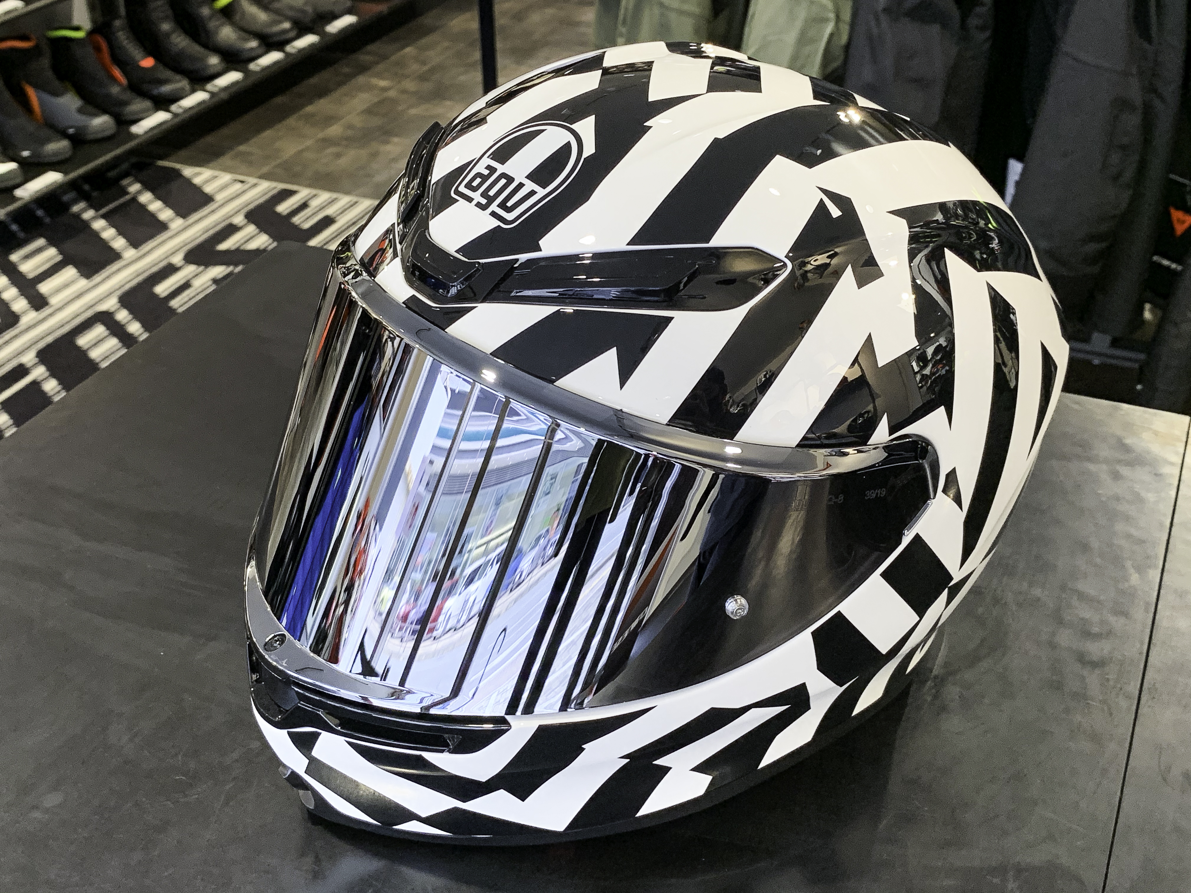 """話題のヘルメット""""K6""""の魅力について"""